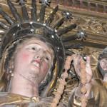 couronne de Vierge du Rosaire dans une église du Roussillon