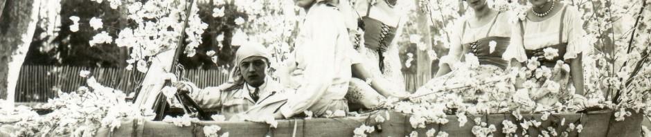 char conduit par Velzy avec les demoiselles campanaud, 1928.