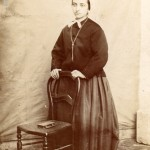 portrait en pied d'Anne Velzy