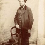 portrait en pied de Jacques Velzy