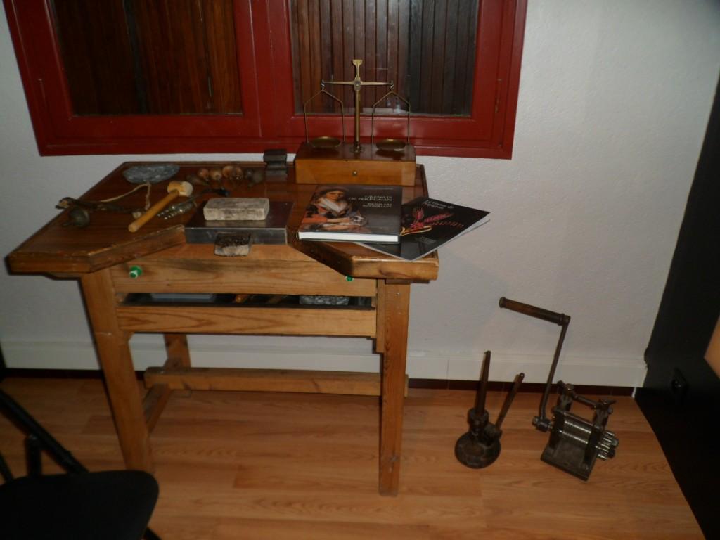 Atelier traditionnel de bijoutier en Grenat de Perpignan, Tautavel.