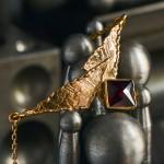 Bijou contemporain en grenat de Perpignan, Au Grenat Laviose, © N.Hautemanière.