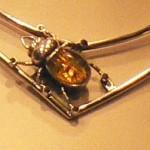 pendentif Marchis : le scarabée d'ambre
