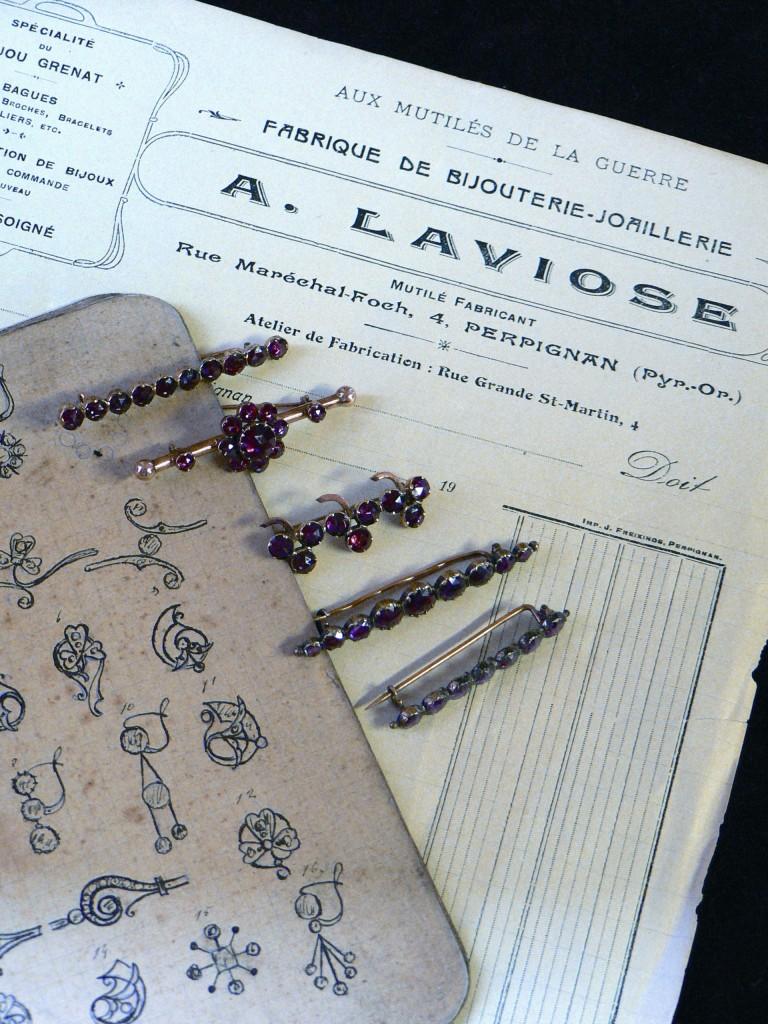 bijoux anciens et archives de l'atelier Au Grenat Laviose, photo L.Fonquernie.