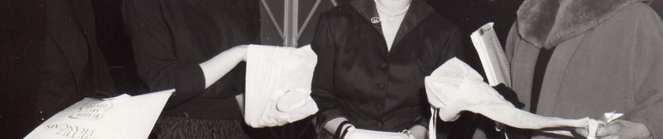 10 fev55 presentation de corsets et gaines a londres par la fed nat des indust du corset