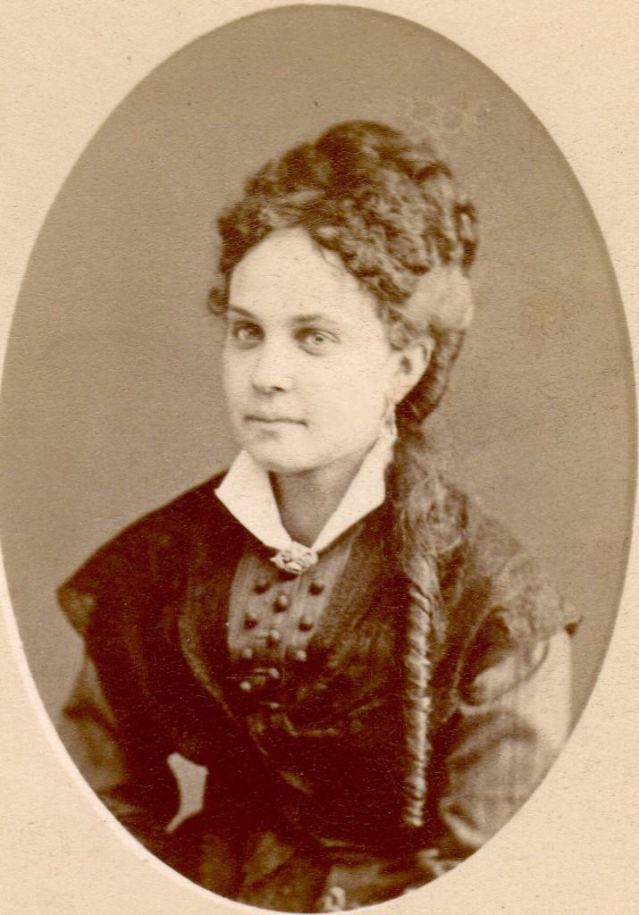 Portrait de jeune femme, Perpignan, vers 1875.