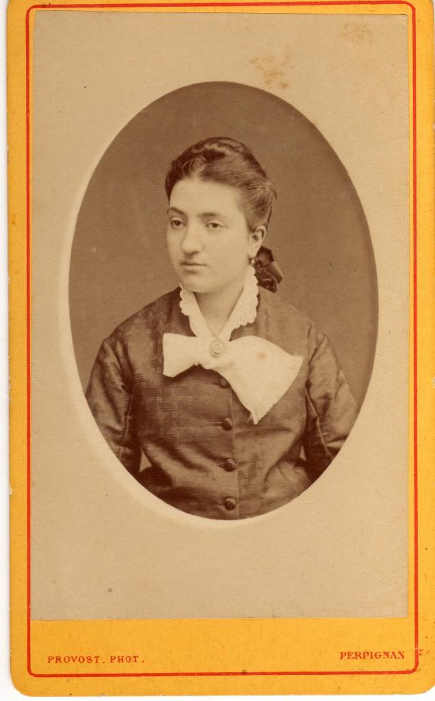 Antoinette Falip à 20 ans, née en 1860, dcd en 1919, mariée a Abdon Prosper Fons