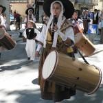 Défilé en costumes et musique provençale