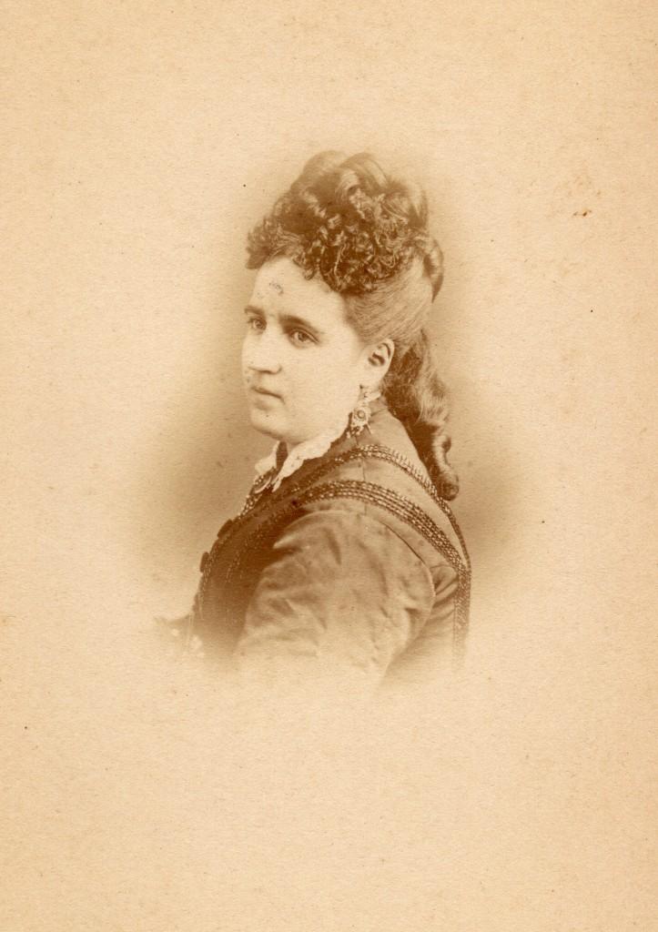 Lucie Salamo, autour de 1875, photo Provost, Perpignan
