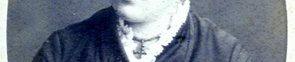 Catalane à la croix en grenats, Roussillon, autour de 1880.