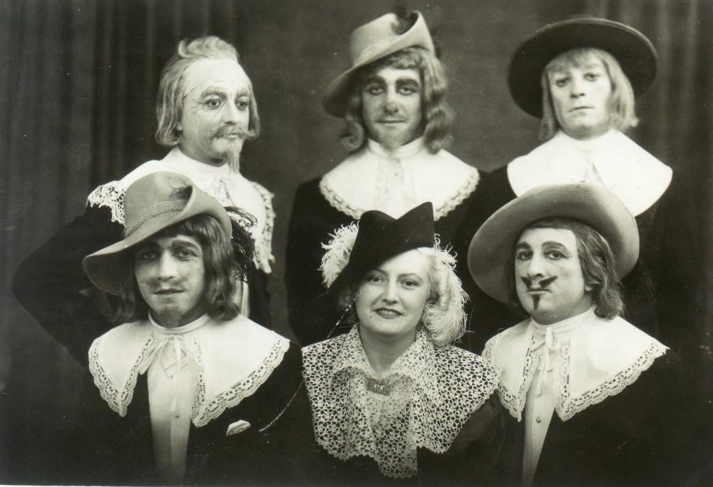 Bal masqué au cercle du commerce de Perpignan, années 1930