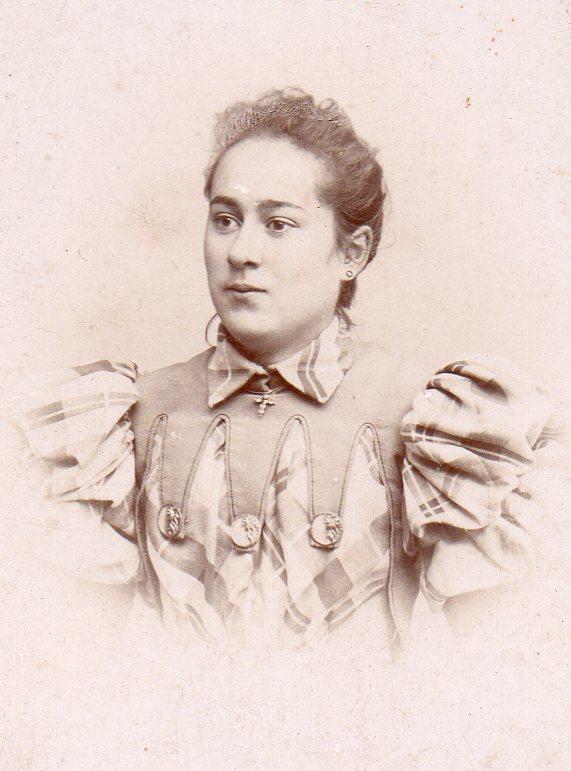 Portrait de femme, Cliché Mas, Perpignan, vers 1900.