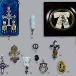 DIVERS BIJOUX MONARCHIQUES (en haut à gauche on reconnait la croix de Chambord dans son écrin)