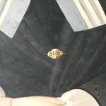 Broche de châle en or estampé