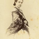 Portrait de jeune femme au châle en dentelle noire, Perpignan, vers 1860