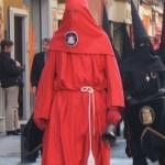 Regidor à la cloche- suivi des pénitents noirs, Procession de Perpignan vendredi saint