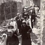 Roussillon Estagel années 1950 procession à la Vierge de Pâques