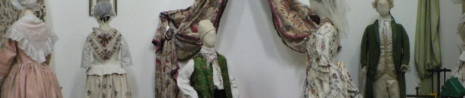 Splendides costumes du XVIIIe s. Arles , chapelle Sainte Anne, 1er mai 2011.