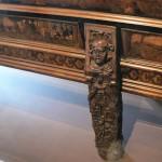 Pied sculpté du banc