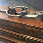 Tenaille et anneau de tirage