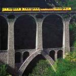 e train jaune au dessus du Pont Séjourné