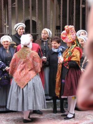 Madame Danièle Pages représente le Maire de Perpignan et le président de l'Agglo. Saint Eloi 2010.