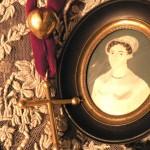 Portrait d'époque et croix jeannette
