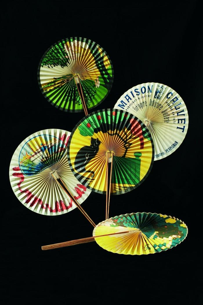 Eventails publicitaires de la bijouterie Calvet à Perpignan, vers 1930, cliché Noel Hautemanière.