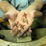 Les artisans en Grenat de Perpignan travaillent de manière ancestrale comme au XVIIIe s.