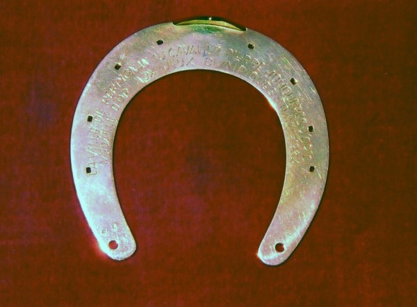 fer a cheval offert par Perpignan à Pierre Jonquères d'Oriola