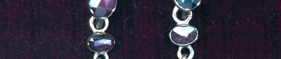 Boucles d'oreilles à pendeloques, Perpignan, XIXe s. Grenat taille Perpignan.