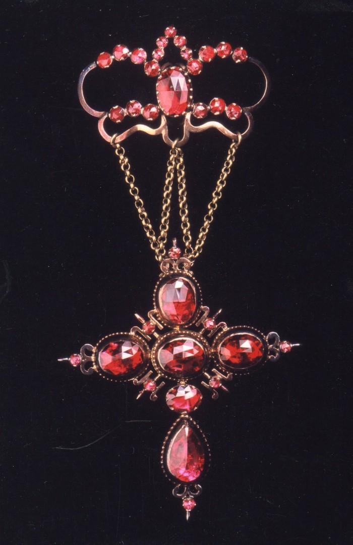 Croix badine en Grenat taille Perpignan, milieu XIXe s.