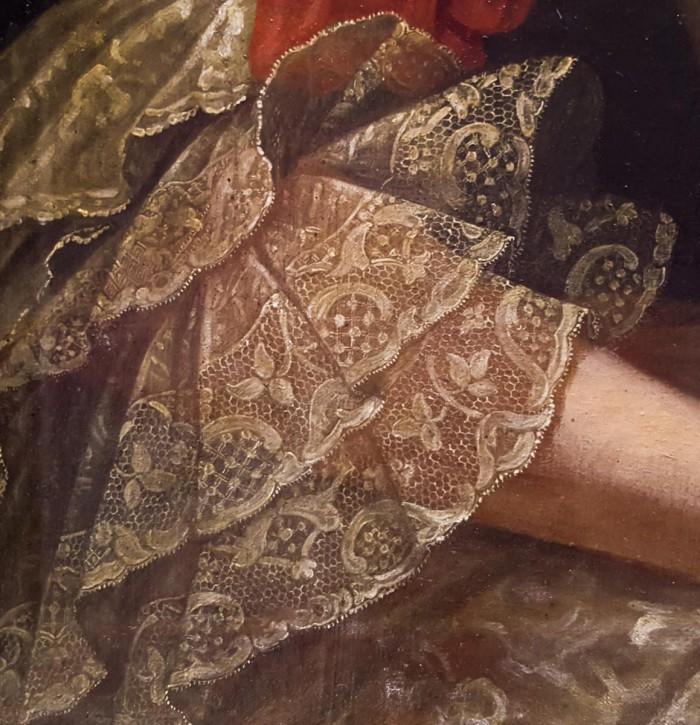 Doubles engageantes finissant la manche d'une robe.