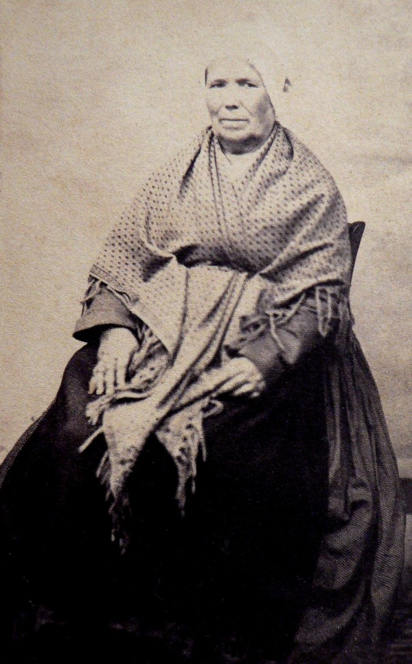 Catalane, Photo Bataille, 15 rue Saint-Dominique à Perpignan, après 1862.