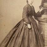 Vestit del 1870, L.Rovira, rambla del centre 37; Barcelona.