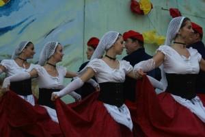 Le Foment de la sardane de Perpignan, abassadeur du costume catalan