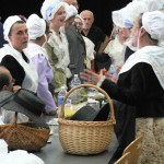 Les femmes d'Agde chantent l'hymne de la ville.