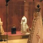 Salle consacrée à la Vierge de Perpignan et son vestiaire, ICONE DE MODE LYON.