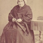 Femme agée en costume traditionnel, Toulouse.
