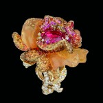 BAGUE « BAL VÉNITIEN »OR JAUNE, DIAMANTS, DIAMANTS DE COULEUR, SPINELLE ROSE, OPALES DE FEU, GRENATS SPESSARTITES ET SAPHIRS ROSES.DIOR JOAILLERIE