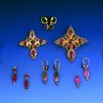Bijoux de collection publique en serti clos fabriqués au XIXe en Roussillon.