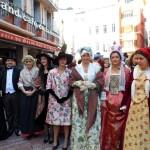 St Eloi 2011 , reconstitutions de costumes roussillonnais de différentes époques par Annie Galli de l'Institut du Grenat.