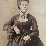 Portrait de femme assise, vers 1870, fotografia de Canto, Barcelone.