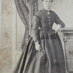 Portrait de femme en crinoline, vers 1870, A.Larauza, Barcelone.