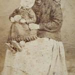 Femme et enfant, vers 1880, fotografia milanesa, A.Rodamilans, Pasage Madoz, Barcelona.
