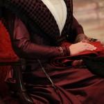 L'écharpe de la confrérie reçue par la Reine.