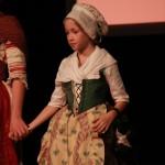 Fillette en costume roussillonnais vers 1780.