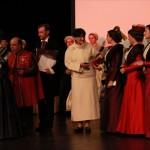 La remise des présents à la confrérie, à l'Institut du Grenat et au syndicat des bijoutiers