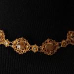 Collier en filigranne d'or et pierres fines.