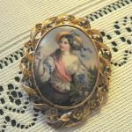 Broche en or et émaux, collection particulière, XIXe s.
